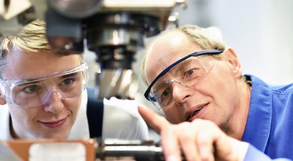 CNC Machine Training: Strategies, Schedules, and Success